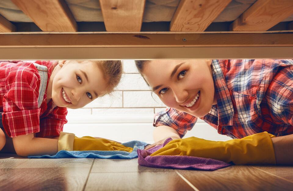 Hora da faxina! Veja como limpar a casa com a ajuda das crianças
